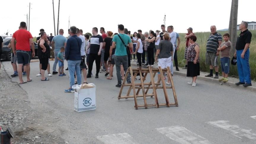 Meštani Sušice i Badovca blokirali put, protestujući zbog nedostatka vode