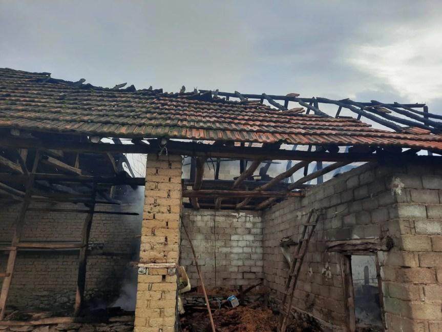 Запаљен помоћни објекат породице Јовановић, кућа обијена