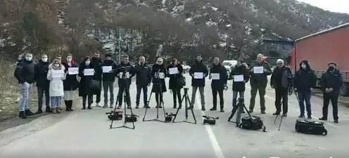 Протест предстaвника медија са КиМ због задржавања екипе РТС-а на Јарињу