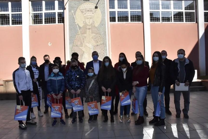 Подељени таблет рачунари ученицима основних и средњих школа у општини Грачаница