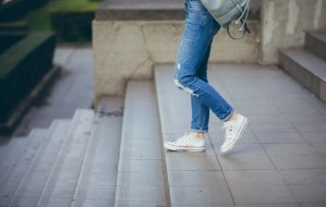 5 Best Stylish White Sneakers For Women