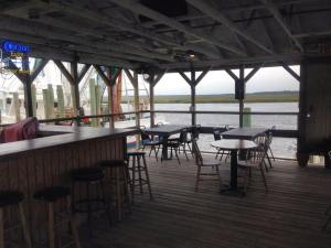 Dockside outdoor dining