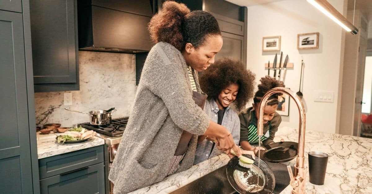 10 Easy Ways You Can Help a Single Mom
