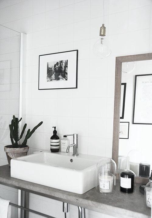 Minimalist Monochrome Interior Look - Bathroom