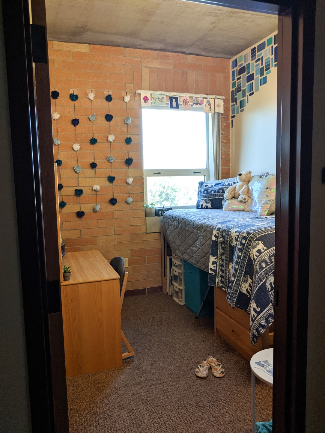 dorm room tour, college student, back to school, turquoise dorm room