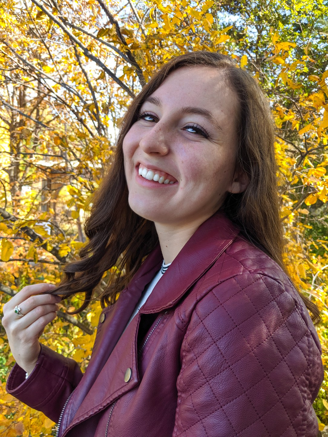 fall outfit, burgundy jacket, black eyeliner