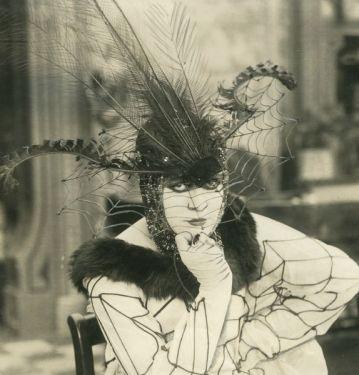 Valeska Surratt, 1917