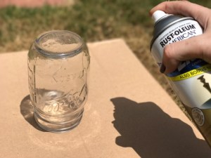 How to Paint a Mason Jar - DIY Mason Jar Crafts