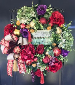 Dazzle your door with a beautiful Christmas wreath!