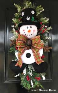 Learn how to decorate a Christmas swag!