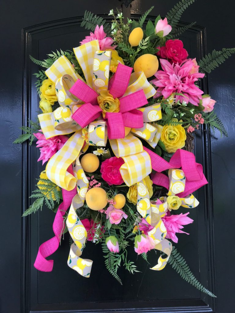 How to Make a Wreath for Your Front Door   #wreaths #diy #crafts