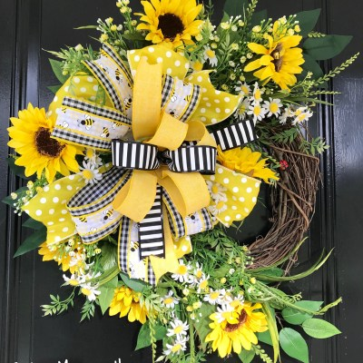 Beautiful Summer Wreath with Sunflowers