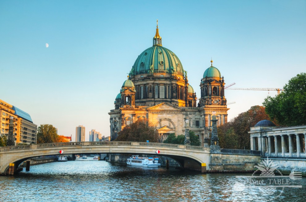Berliner Dom cathedral early in the evening