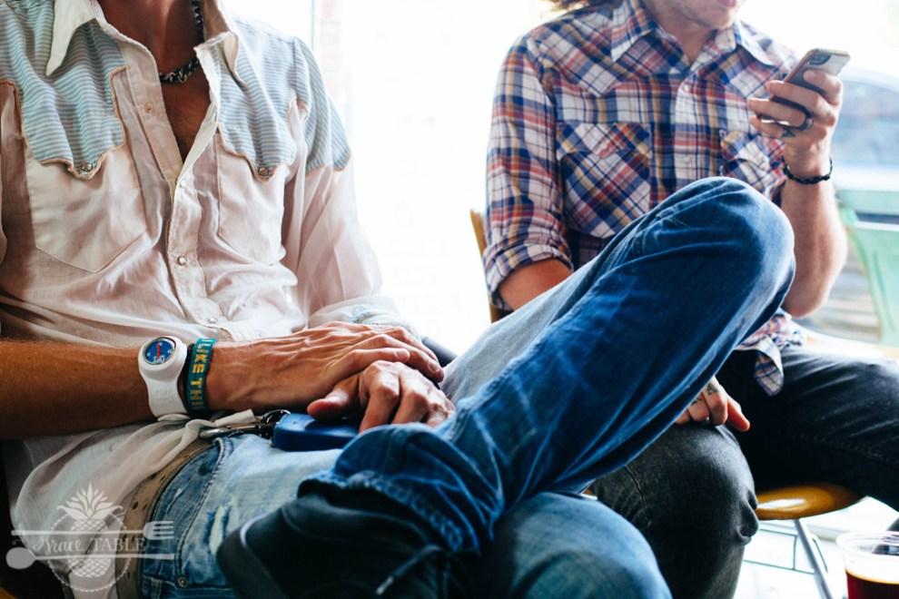 Men sitting_GT