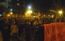 Mig miler de persones a la manifestació de Gràcia contra l'actuació dels mossos i en defensa dels espais alliberats