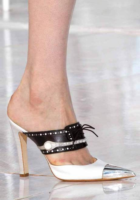 Pointed metal Tip courts Louis Vuitton 6