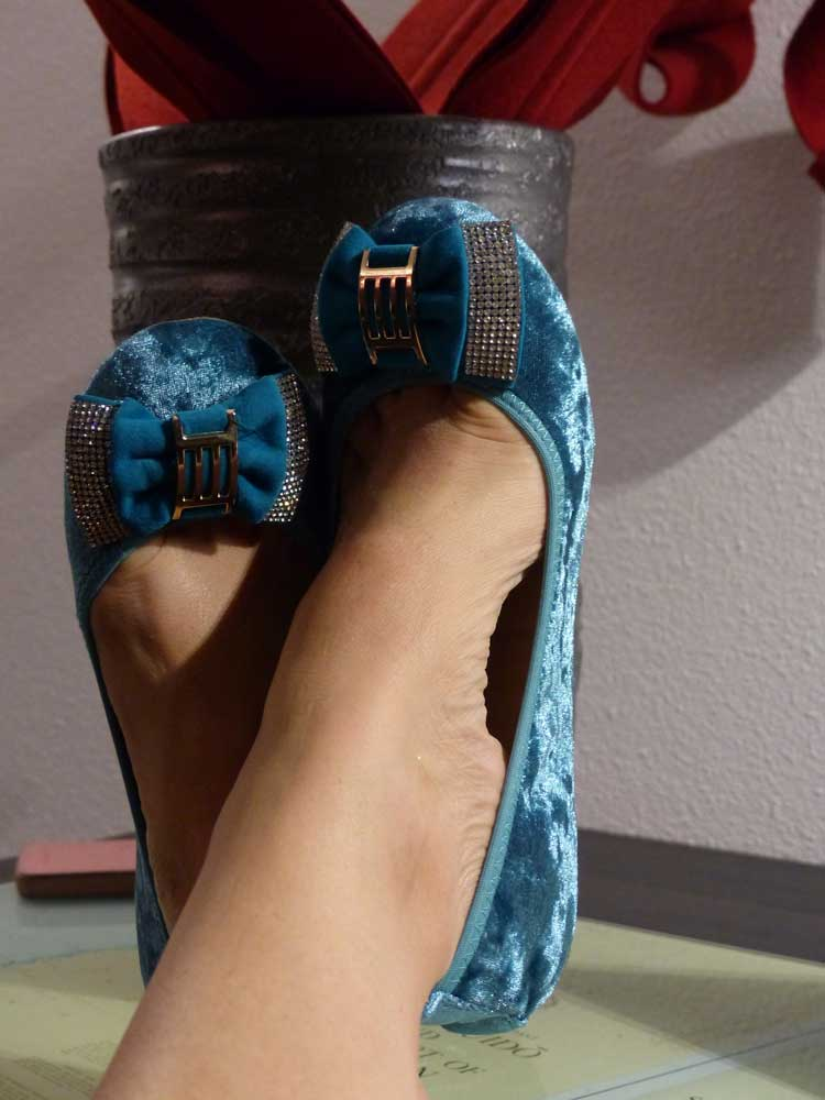 mainport-hotel-room-rotterdam-gracie-opulanza-foldable-pumps