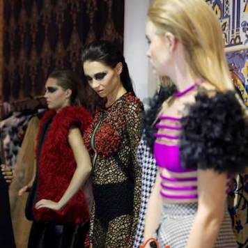 Fashion-Forward-Dubai-Jean-Louis-Sabaji-Collection-with-Feathers-maria-scard-gracie-opulanza-7
