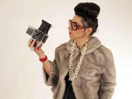 Gracie-Opulanza-Wearing-Vintage-Fashion-70