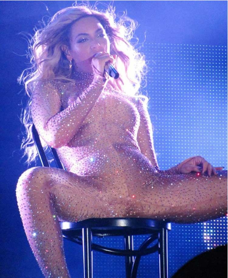 beyonce_strips_naked_on_stage_exposing_phat_pussy_5691049904