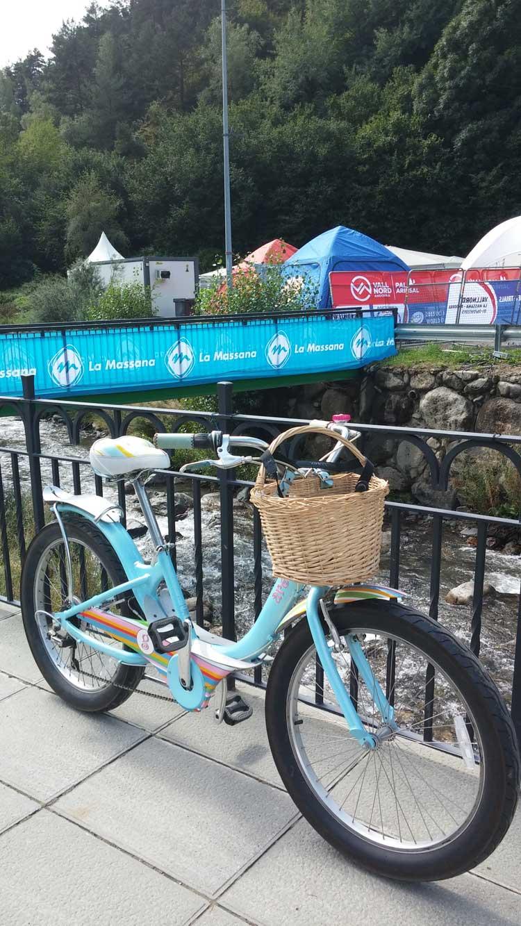 Gracie-Opulanza-2015-Giant-Bike