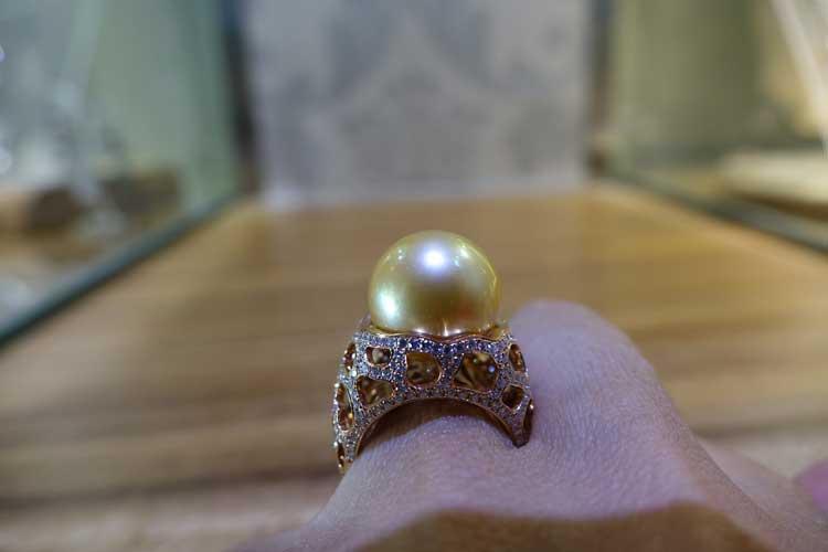 Keshi in diamond settings