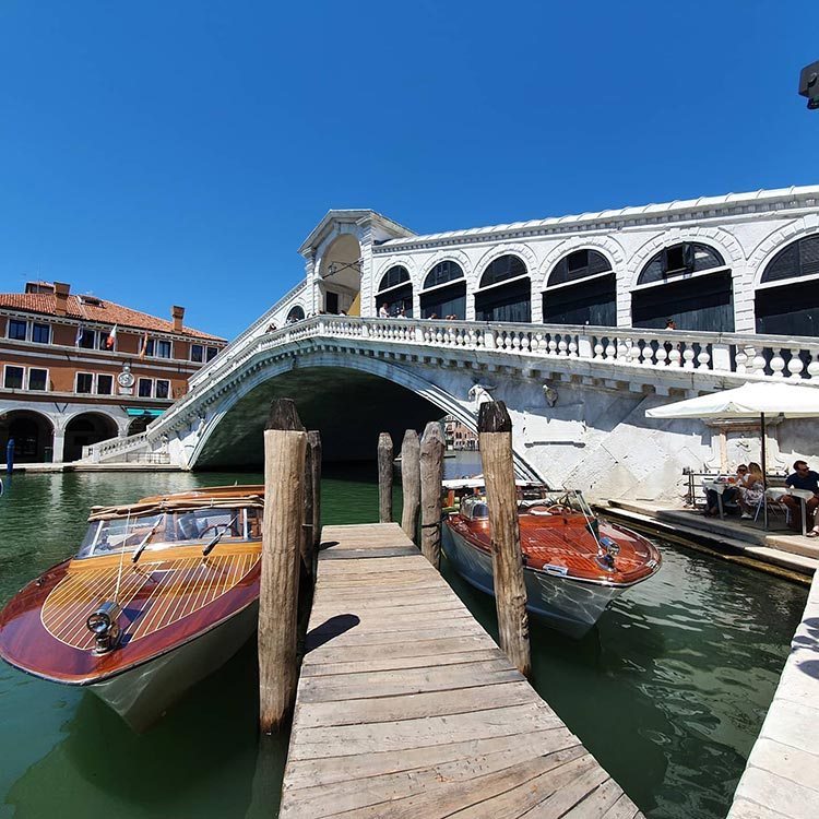 How To Wear Coral Reef venice italy 2020 rialto bridge (2)