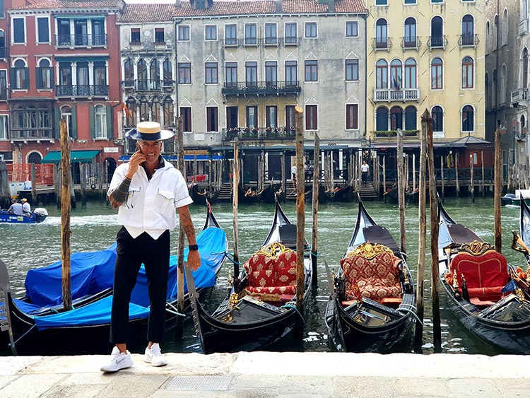 White Trainers - The Summer Staple Shoe Tips Gondola Venice 2020 Gracie Opulanza photography Sumsang S10+ (2)