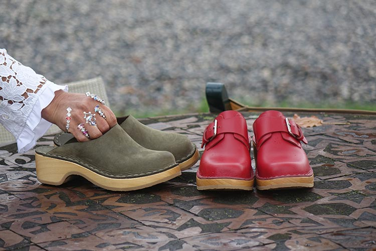 Caretti Clogs - Handcrafted Italian Leather Shoes1897 (2) Red Parrot, Pelle Ingrassata Deep Forest