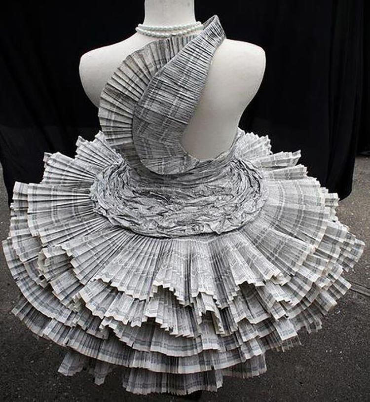 "The ""Ready to Tear"" Trend of Paper Dresses"
