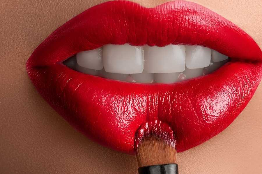 victory red lipstick