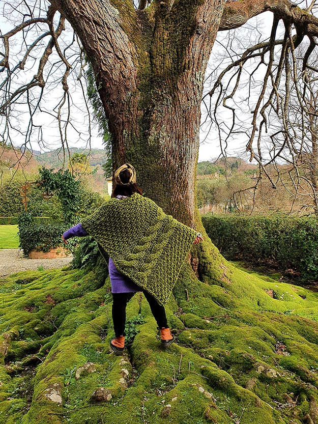 Moss-green-wool-blanket-cape-gracie-opulanza-2021-Tuscany