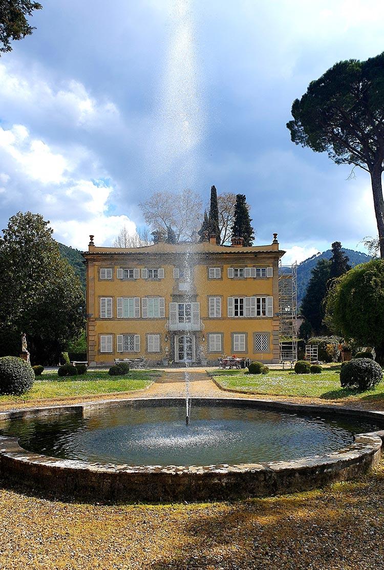 Romantic Tuscany villa gardens 2021