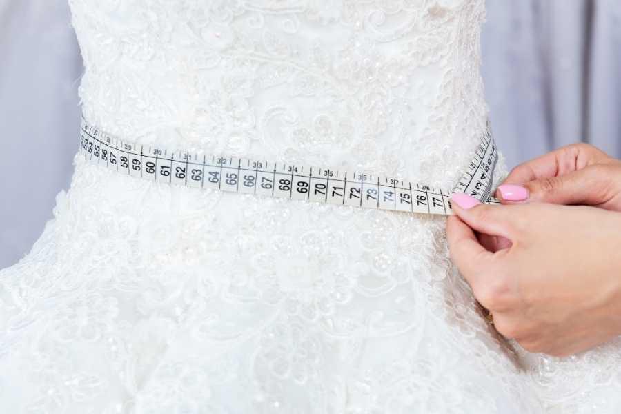measuring a dress vintage