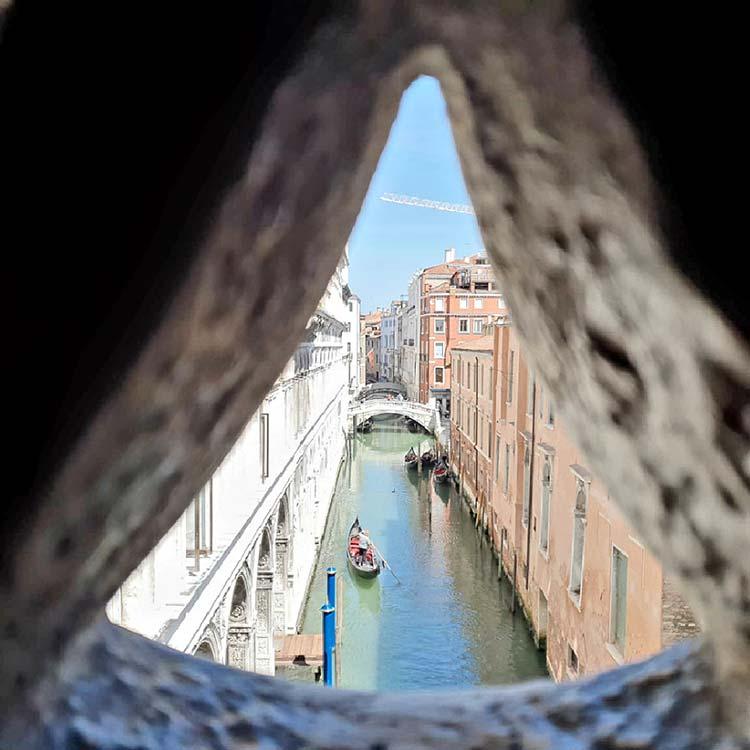 Piazza Ducale Gondola View 2021 gracie Opulanza Venice (1)
