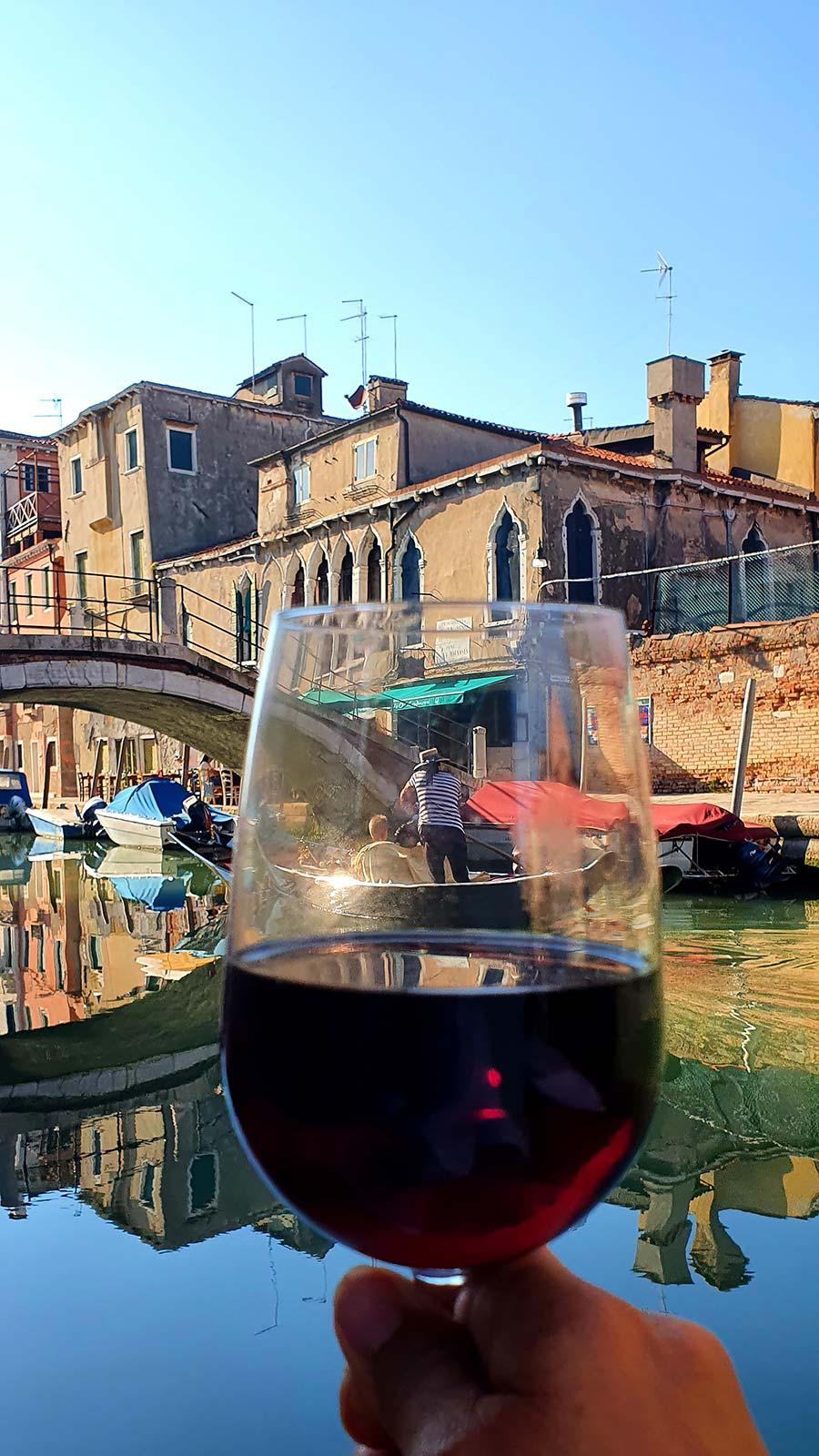 gondola venice wine