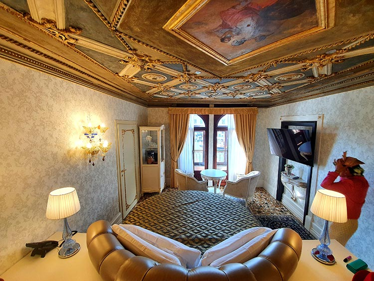 Noble-residence-of-Palazzo-Bembo-Ego-Hotel-Venice-italy-imperial-room-2020