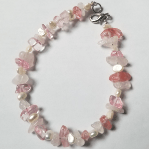 Stone and freshwater pearl bracelet