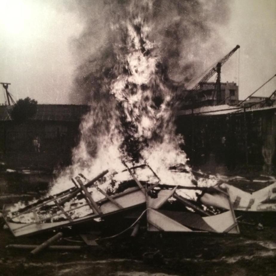 Ziaman Dada burning their own artworks, 1986 #busanbiennale #asianavantegarde