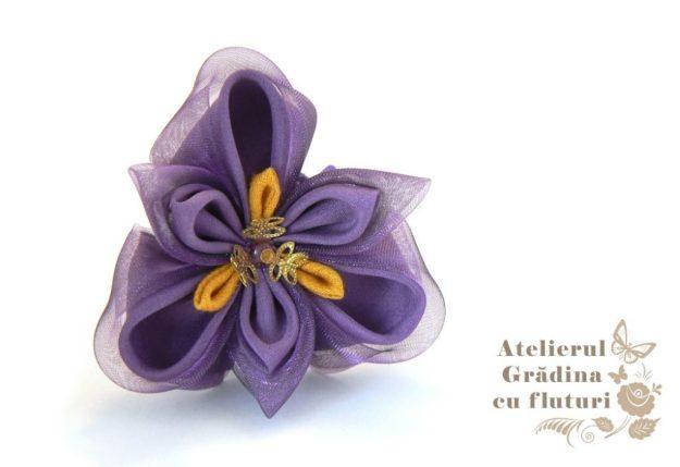 Floare de iris din mătase pe clamă de păr