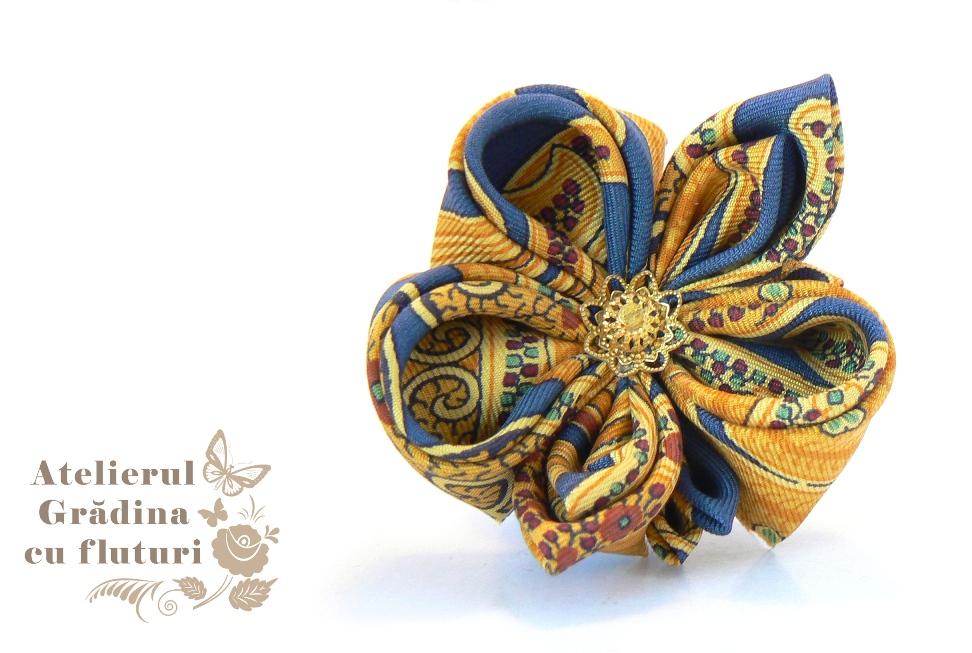 Panseluţă de mătase colorată