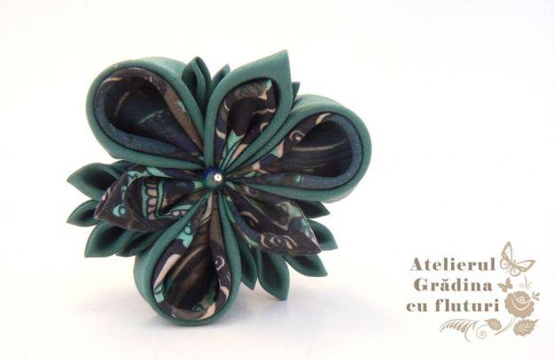 Floare verde unicat din mătase verde, pe clamă de păr