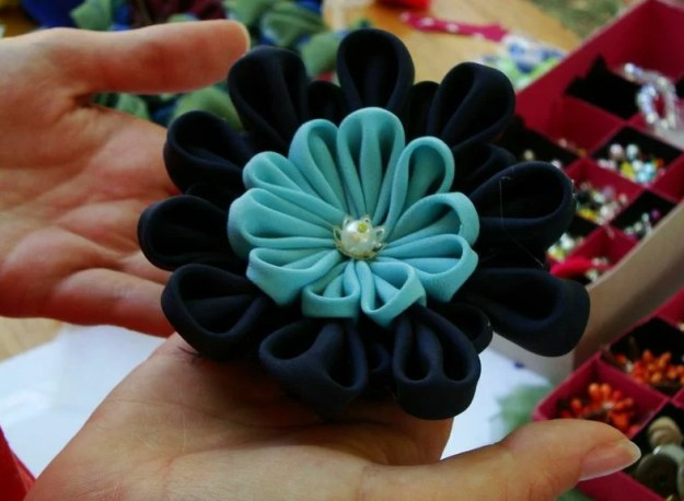 A silk flower brooch created by a participant in the kanzashi workshop.