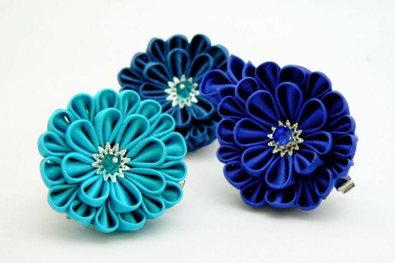 Crizantema kanzashi baza dubla din satin turcoaz
