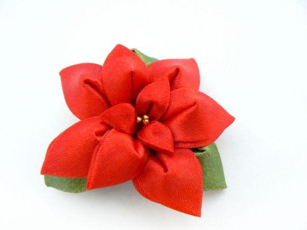 Floare kanzashi de crăciun