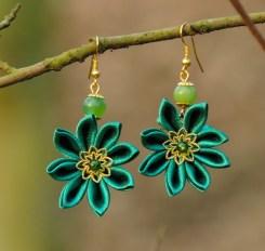 Colectia flori de mina - cercei flori kanzashi satin verde smarald