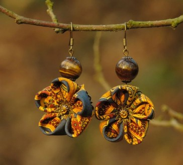 Colectia flori de mina - cercei flori kanzashi mătase galbenă