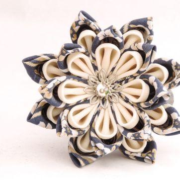 Lotus mare din matase albastra cu alb - kanzashi handmade