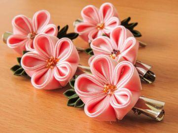 Flori de cires kanzashi - satin roz - pe clamă