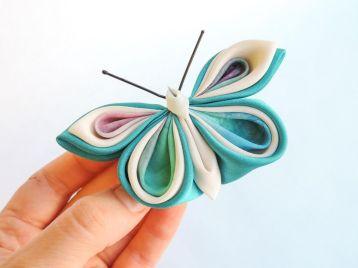 Fluture bleu ciel alb - matase, satin - kanzashi - baza dubla clama, brosa
